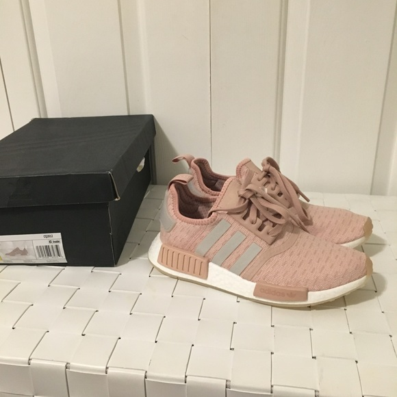 NEW adidas women s nmd r1 sneaker shoes ash pearl 71dbfe21b